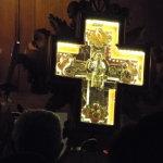 La Croce all'ingresso