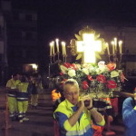 La Croce entra in chiesa